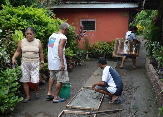 Aide à un village Philippin sur l'île de Mindoro.