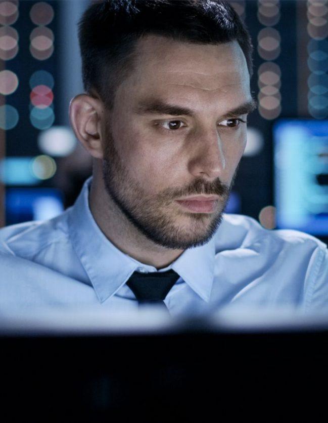 Le responsable du parc informatique supervise la sécurité.