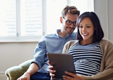 Couple donne son avis en ligne sur les projets communaux.