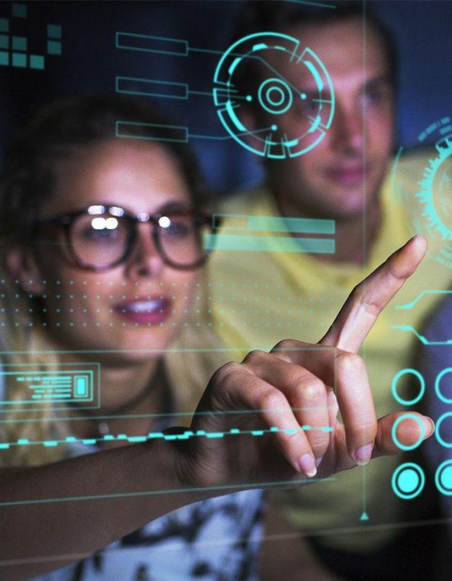 Informaticiens travaillant sur une mission en infogérance.