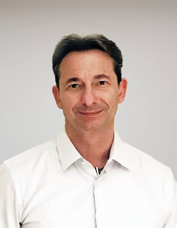 Pierre Lambolez, Directeur du marketing des services France.