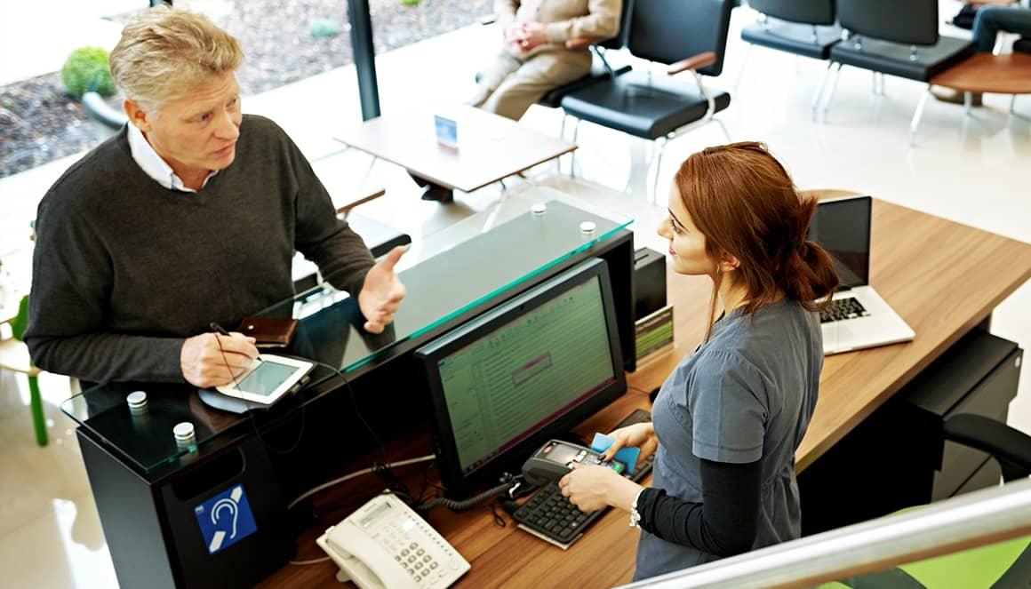 Un patient donne son emprunte bancaire à l'hôpital.