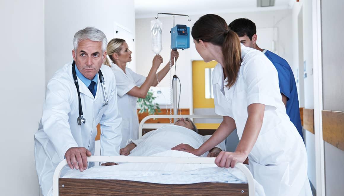 Prise en charge d'un patient au service des urgences.