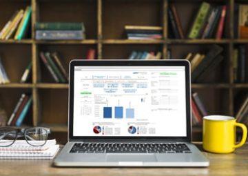 Pantalla de software de gestión y análisis de la información.