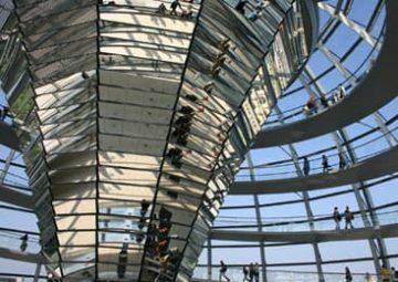 Gran espacio abierto en un edificio diseño.