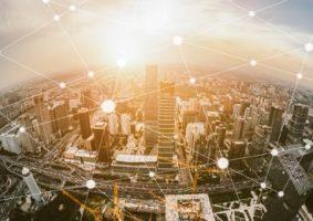 Vista aérea de una ciudad donde los intercambios se desmaterializan.